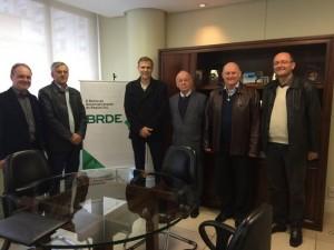 No BRDE, grupo foi recebido pelo vice-presidente, Odacir Klein (4º esq/dir)