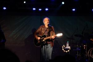 Erasmo Carlos abriu o show com a música Gigante Gentil