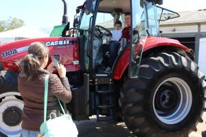 Trator Farmall 110A atraiu atração dos visitantes, que aproveitaram para fazer fotos