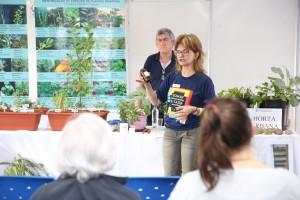 Oficina de Chás e Temperos aborda a criação de hortas em pequenos espaços