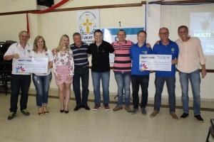 Lions e Rotary de Estrela receberam cheques simbólicos no valor total de R$ 13.002,14.